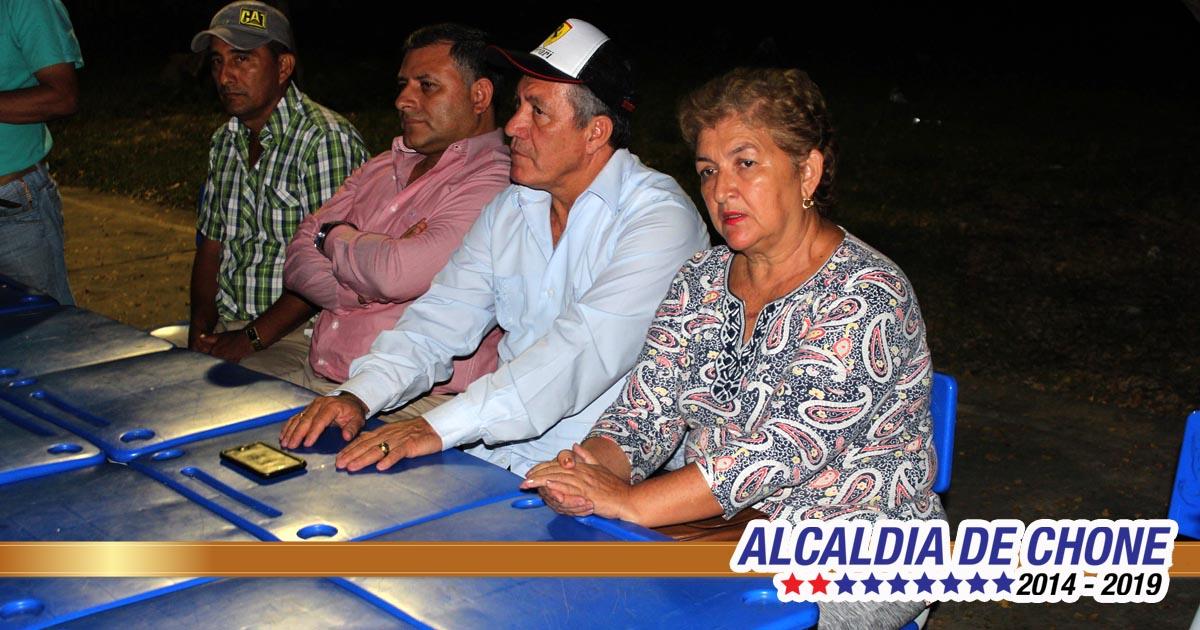 Alcaldes de Chone y Flavio Alfaro se reúnen con comuneros