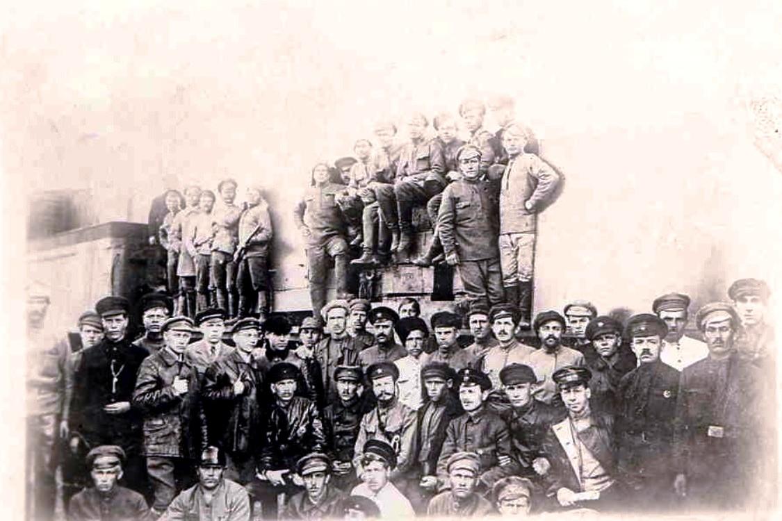 1919. М.В.Фрунзе в группе бойцов