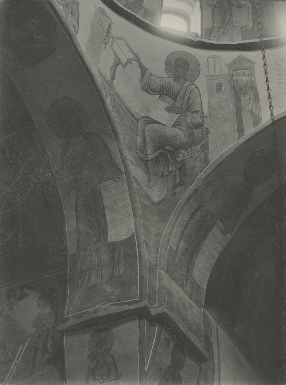 Фреска юго-западного паруса Спасо-Преображенского собора Мирожского монастыря  - «Евангелист Марк»