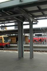 Neuer und originaler Pfeiler des Bahnhofsdach von Bahnsteig D.