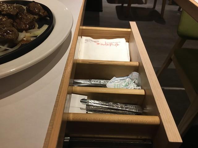 紙巾餐具都在桌邊@板橋小遠百豆腐村