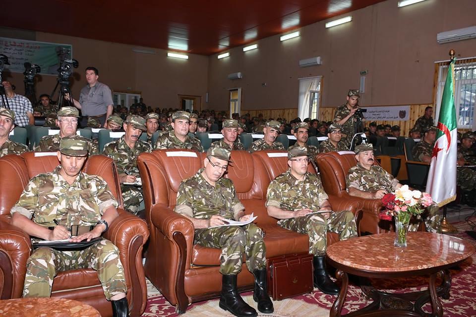 الجزائر : صلاحيات نائب وزير الدفاع الوطني - صفحة 22 40813818250_f79d7a2527_b