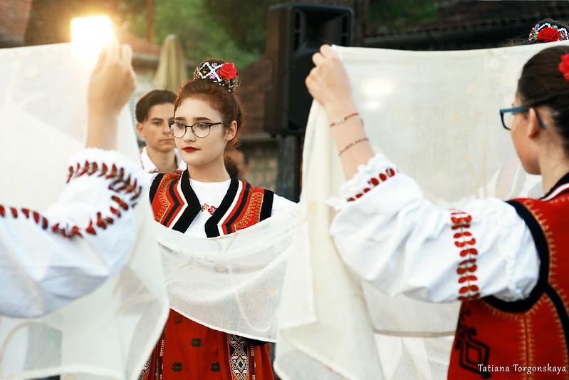 Танец румынок
