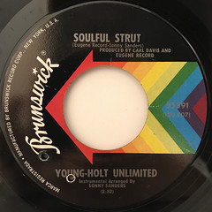YOUNG-HOLT UNLIMITED:SOULFUL STRUT(LABEL SIDE-A)