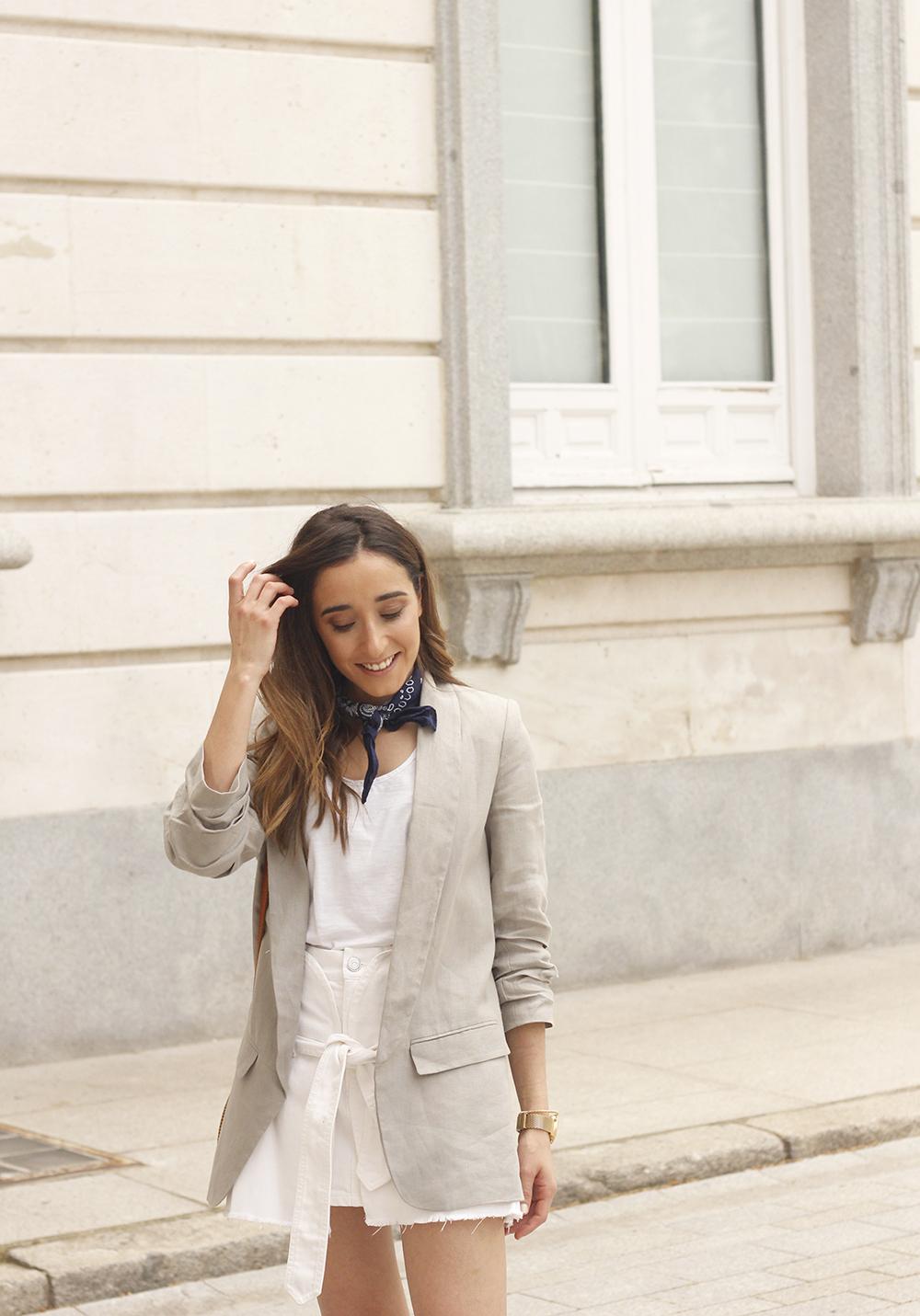 gray linen blazer blue bandana white converse bamboo bag street style oufit 201810