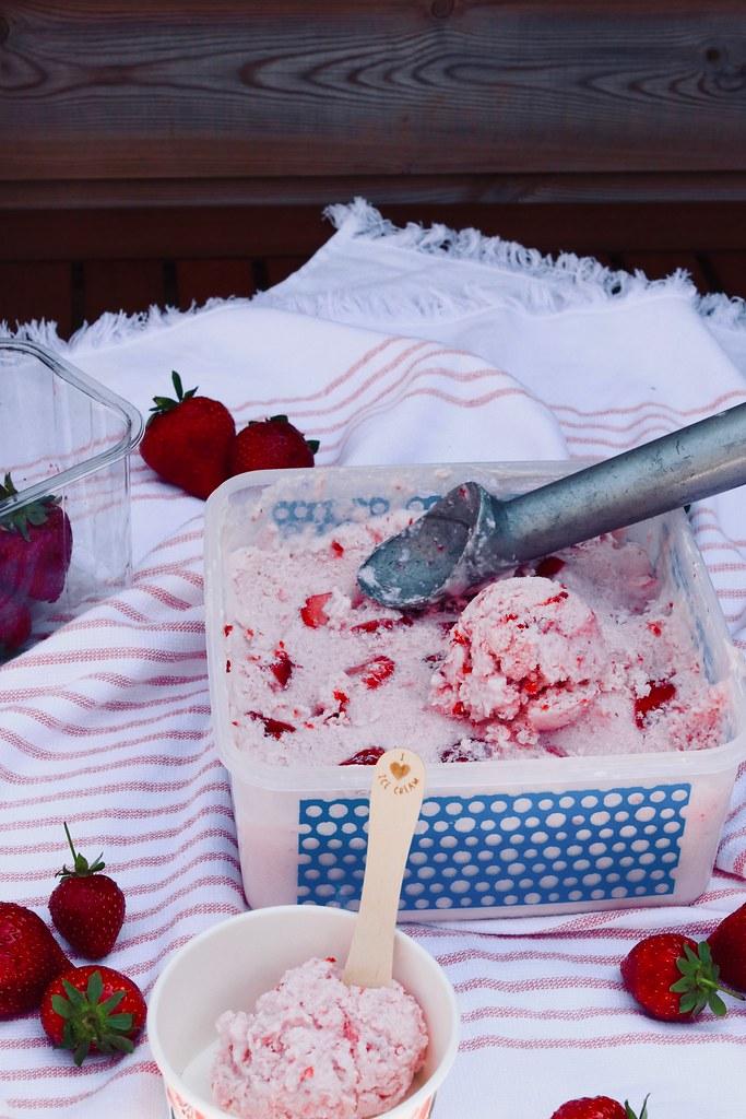 katecooks, food, ao, ao life, healthy strawberry ice cream, strawberry ice cream, low calorie ice cream, low calorie recipes, easy desserts, quick desserts, summer recipes,