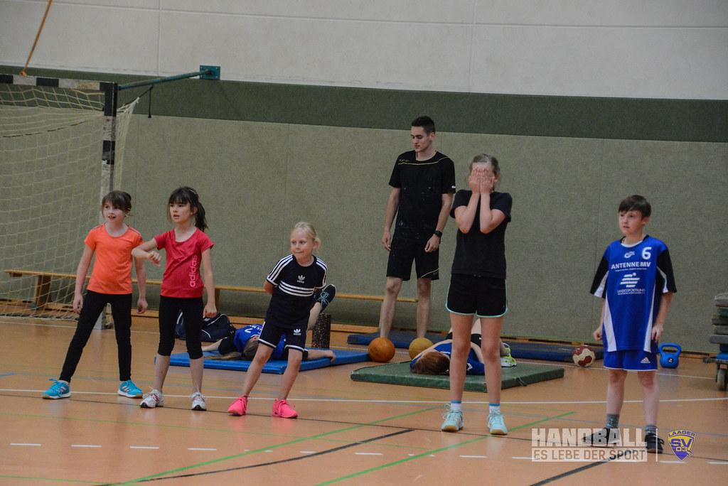 20180523 Laager SV 03 Handball wJD - Übergabe Pullover (4).jpg