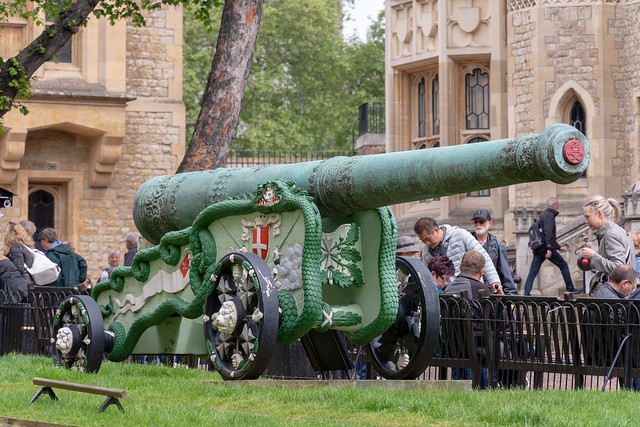 Bronze 24-pounder Cannon