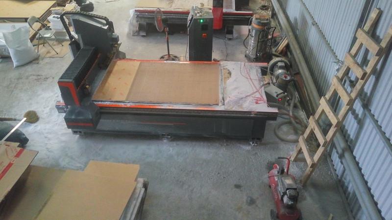 Một góc trong xưởng gia công - Máy cắt CNC Mica mới nhập về