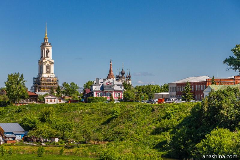 Преподобенская колокольня Ризоположенского монастыря и ансамбль Антипиевской и Лазаревской церквей