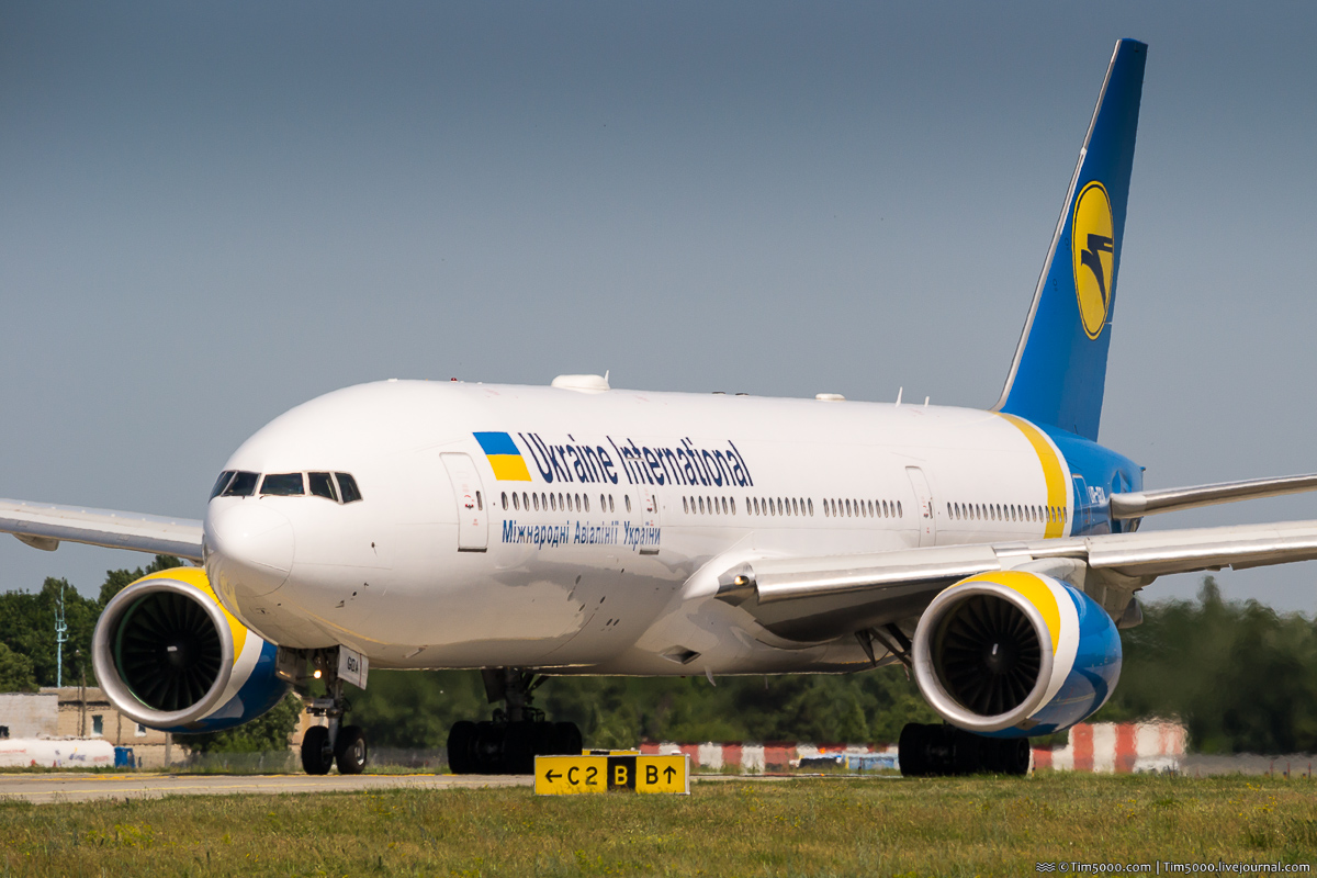 Boeing 777-200ER UR-GOA Ukraine Internations Airlines