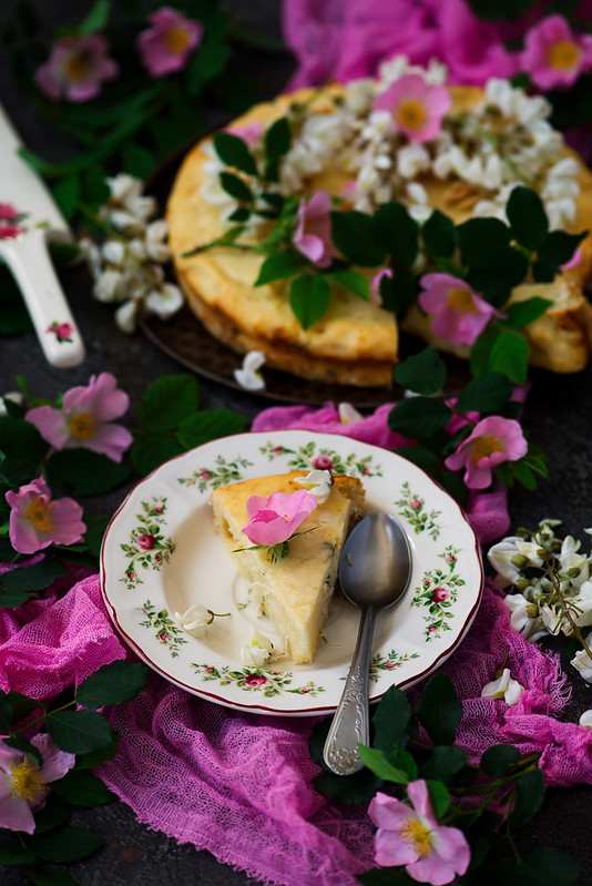SOFT CAKE WITH WHITE CHOCOLATE RICOTTA AND ACACIA FLOWERS.style vintage.style rustic