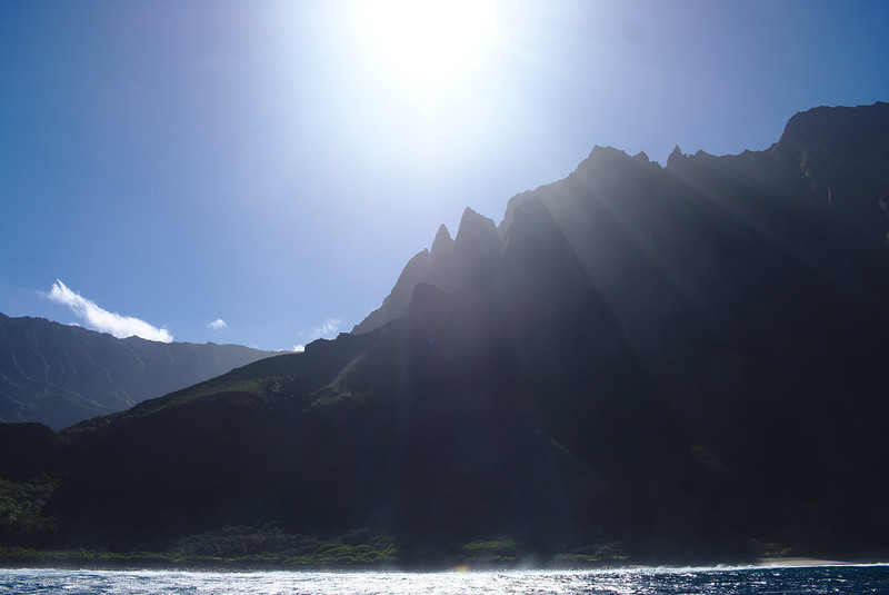 Sunlight streaming down, Nā Pali Coast