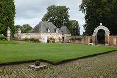 Vauchelles-lès-Domart : Cour du  Château (XVIIème)