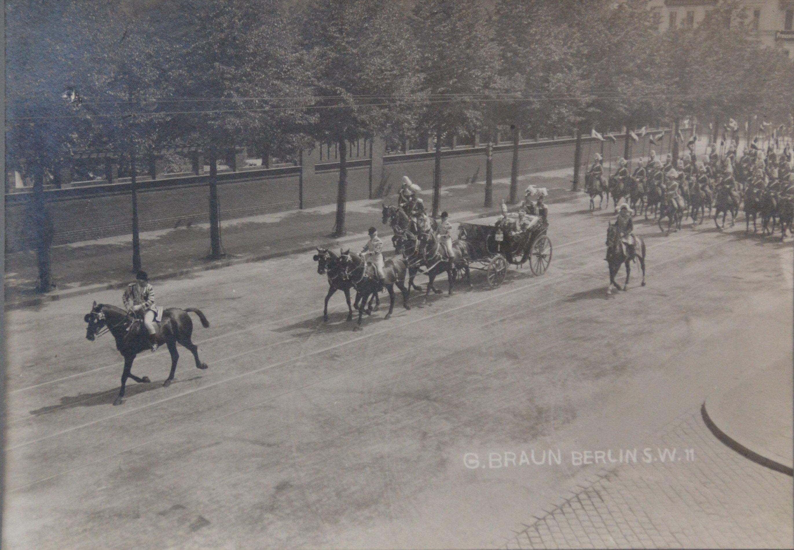 1910. Царь Николай II и Кайзер Вильгельм в экипаже. (Визит и встреча в Потсдаме)