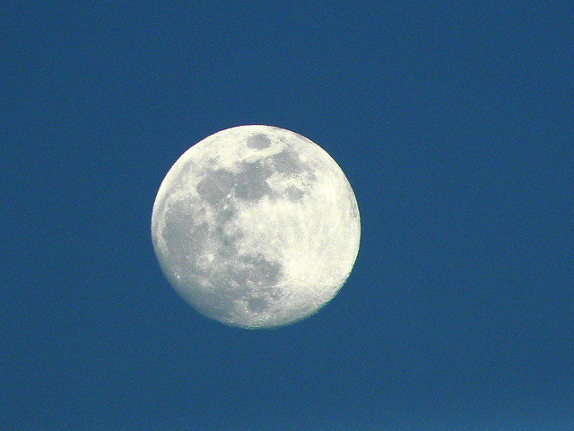 Day moon May 27th, Nikon COOLPIX P90