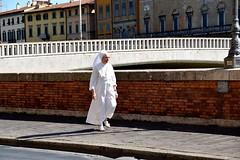 Walking nun - Pisa