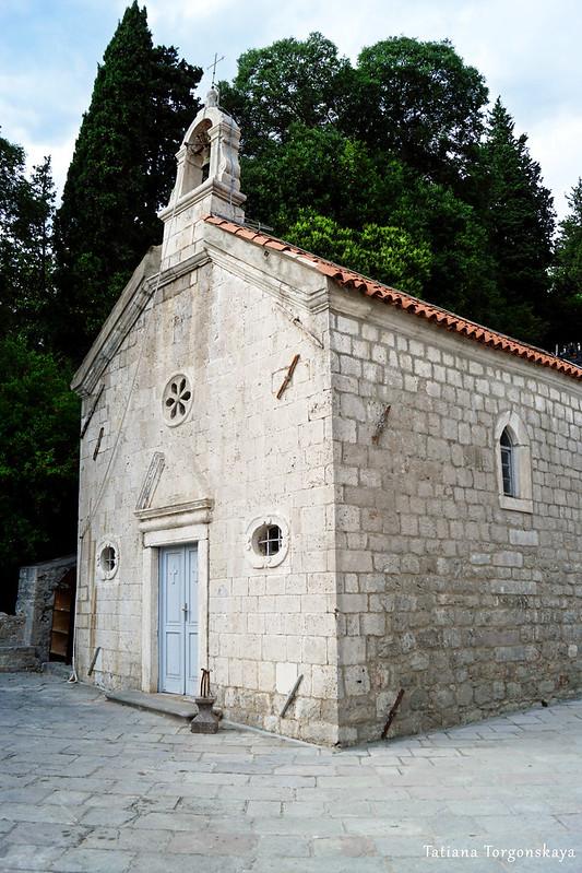 Фасад  церкви Св. Георгия