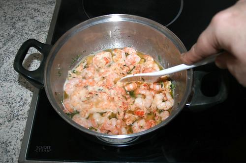 26 - Flusskrebsschwänze & Garnelen andünsten / Braise crayfish tails & shrimps