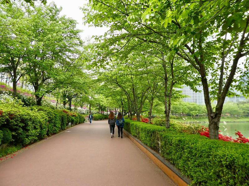 Seokchon Lake Promenade, Seoul