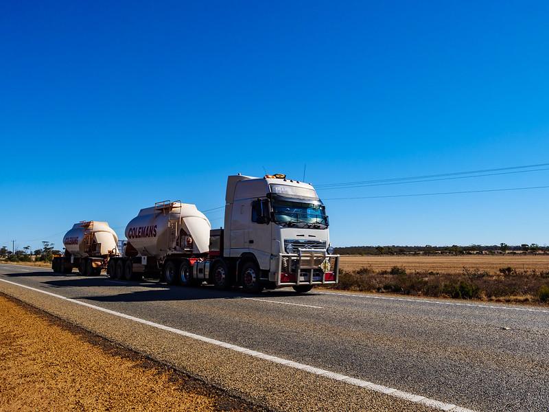 Road train (AUSTRALIA, WA)