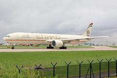 Etihad Airways Boeing 777-300 A6-ETP