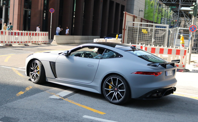 jaguar-f-type-svr-coupe-2017-c141803062018005920_5