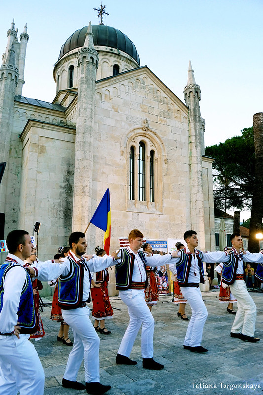 Выступление румын