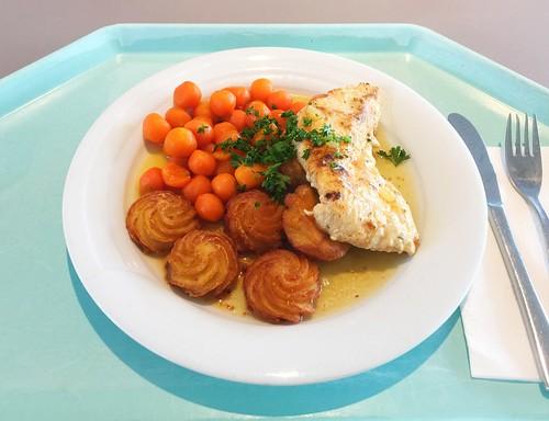 Turkey steak with honey pepper sauce, carrots & duchess potatoes / Putensteak in Honig-Pfeffersauce, dazu Pariser Karotten & Herzoginkartoffeln