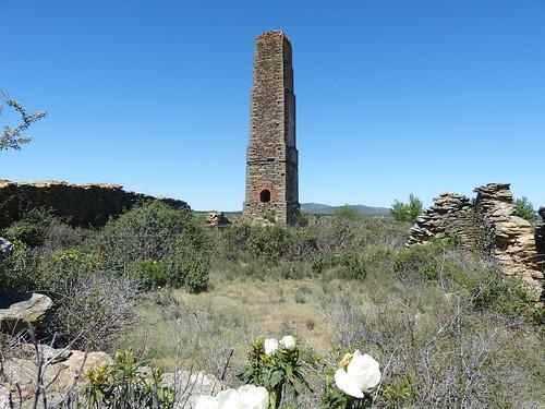 Horno y chimenea de una mina abandonada. Hiendelaencina (Guadalajara)