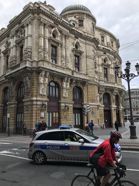 """Policía Municipal de Bilbao """"a patrullando"""" en Mercedes"""