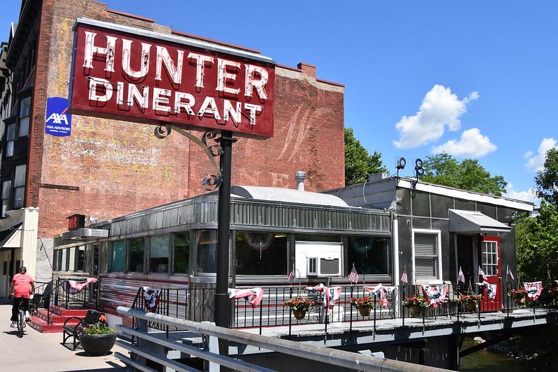 Hunter Dinerant