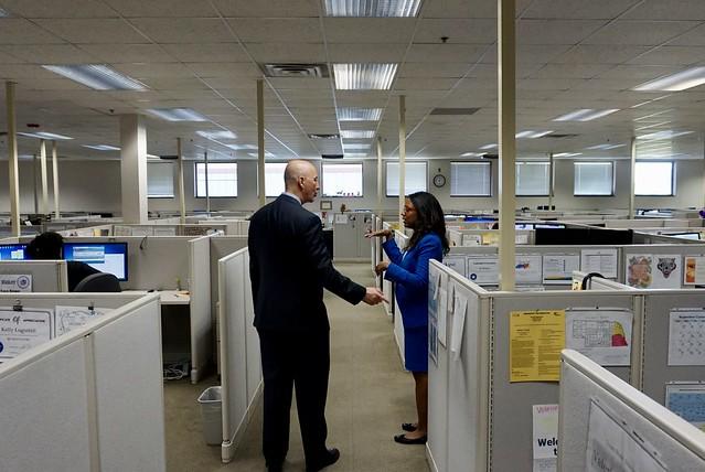 Gov. Ricketts Visits ACCESSNebraska to Highlight Great Customer Service