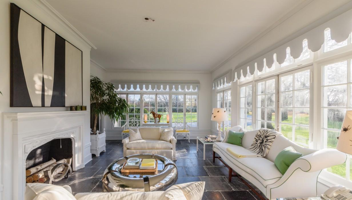 Fashion-Designer-Reed-Krakoff-East-Hampton-Home-For-Sale-Living-Room