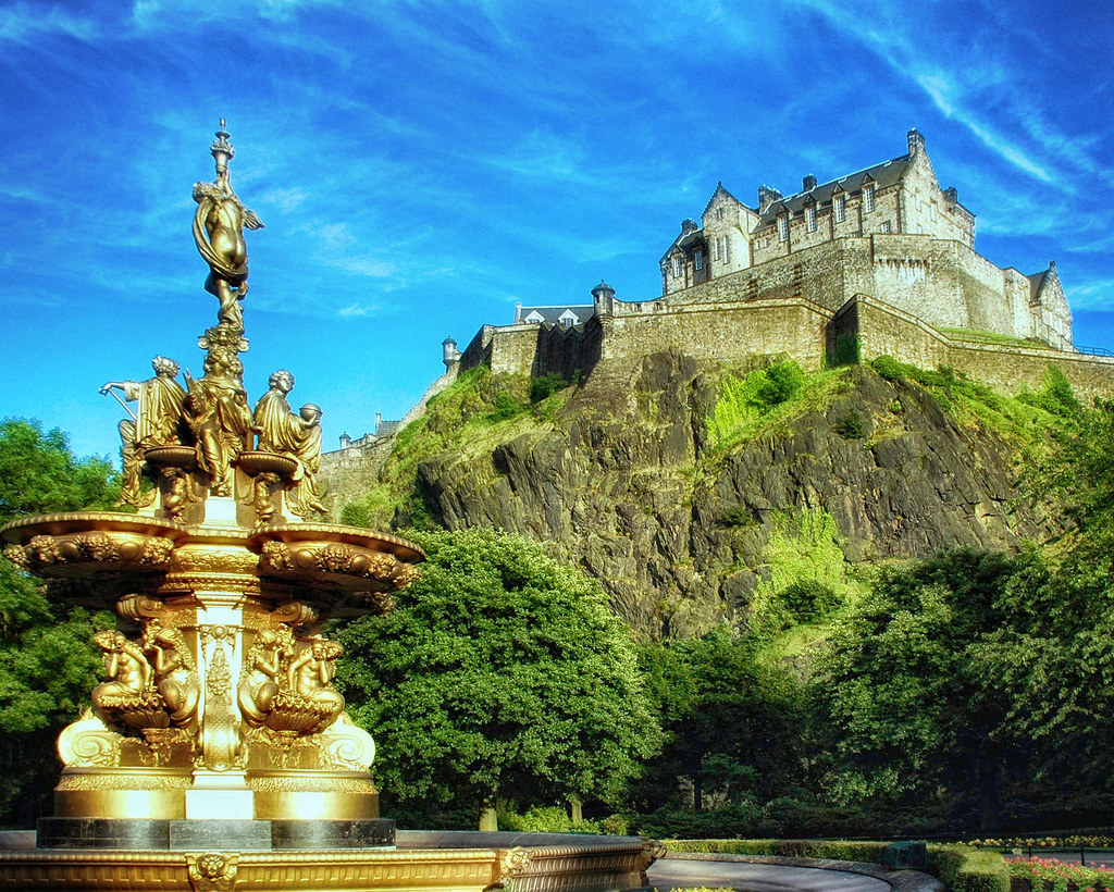 Edinburgh Castle from Princess Street Gardens. Credit Gustavo Naharro, flickr