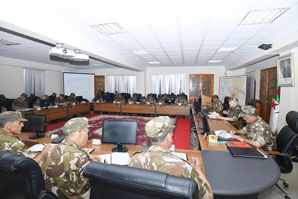الجزائر : صلاحيات نائب وزير الدفاع الوطني - صفحة 21 42366894612_81abdeeace_b