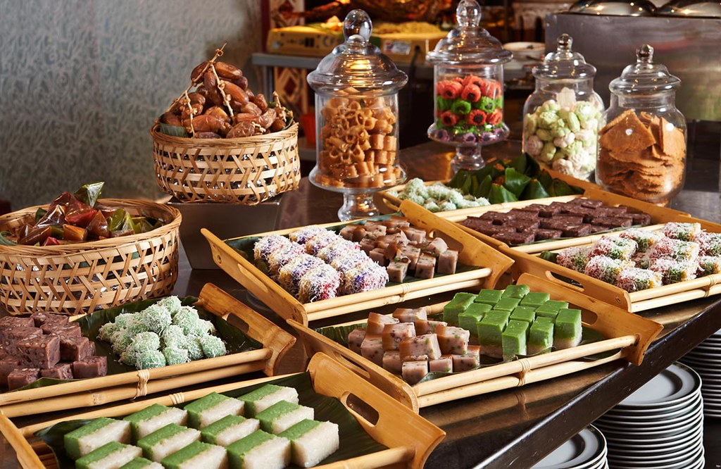 RKLH-Sweet-endings-with-assorted-Malay-Kuih-at-TEMPTationS
