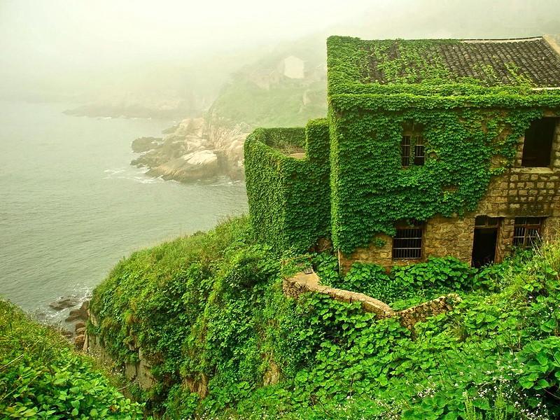 Pueblo isla abandonada