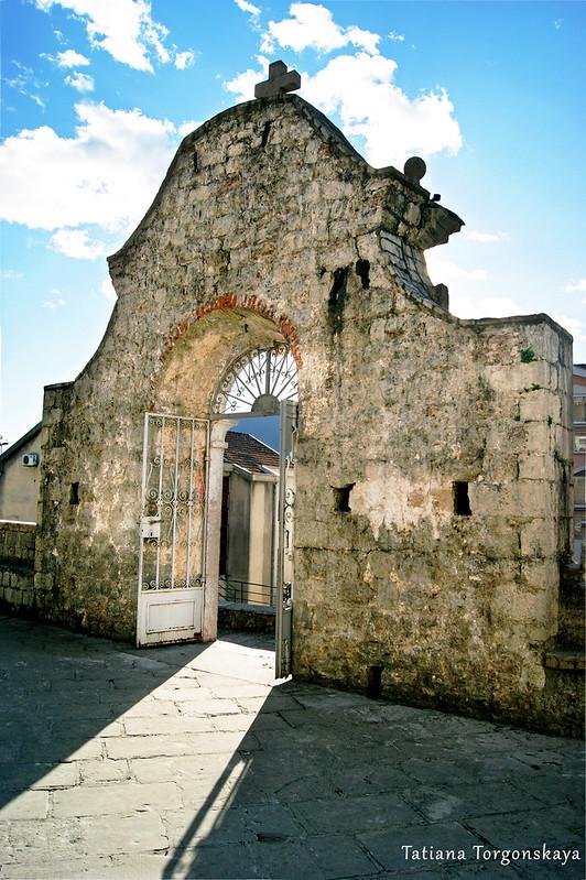 Церковные ворота