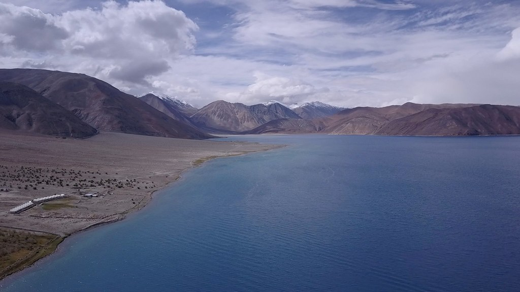 Pangong Tso lake extends from India to Tibet. 📷 by Cali