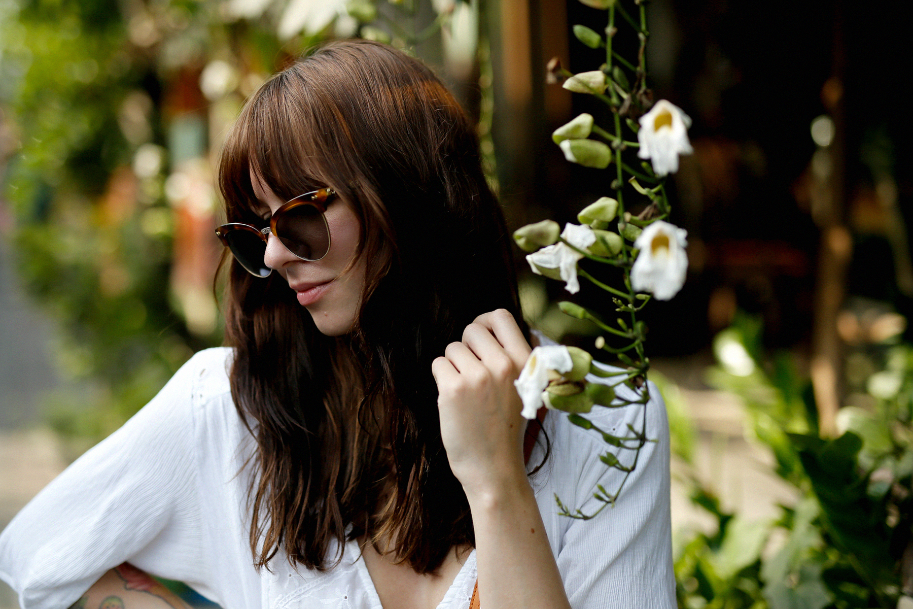 outfit bali denim shorts & other stories pull and bear blouse gucci sunglasses sacha shoes ubud styling style art market modeblogger travelblogger outfitblog ricarda schernus max bechmann 6