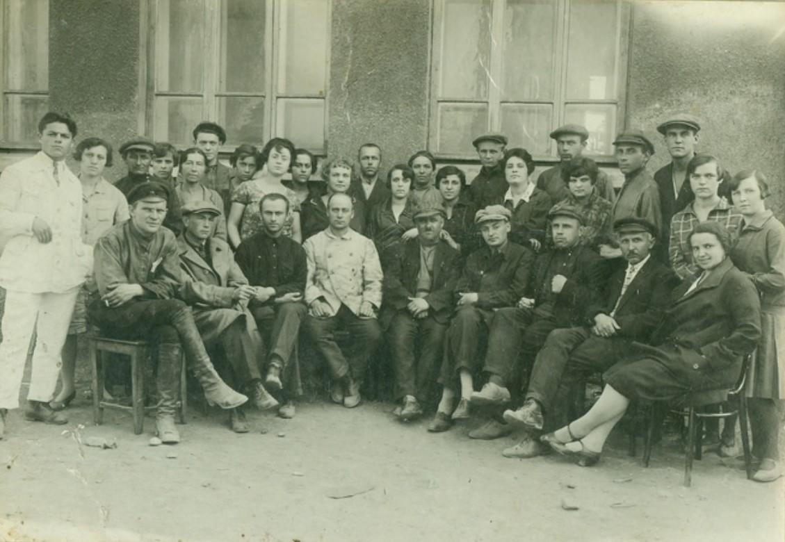 1921. Шахта 31 пос.Рутченково Юзовка. В первом ряду Н.С.Хрущев