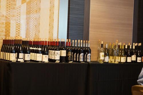 ずらっと並んだワイン