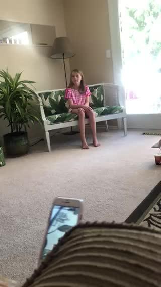 KITTEN-AS-A-PRESENT-VIDEO