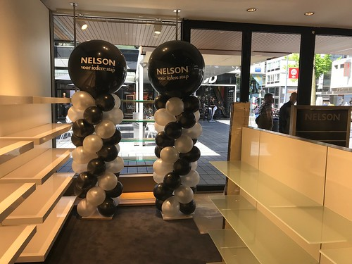 Ballonpilaar Breed Rond Bedrukt Opening Nelson Schoenen Lijnbaan Rotterdam