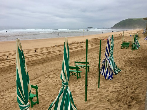 Hoy tambien tiempo nuboso en la playa de Zarautz