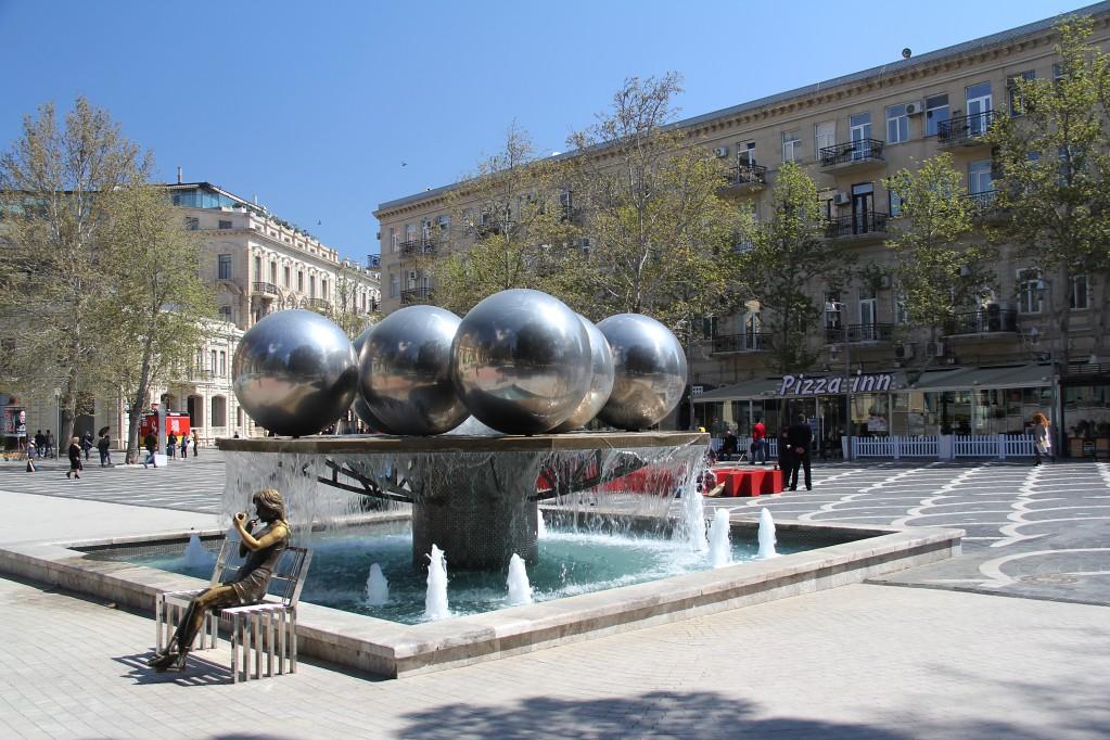 Баку - площадь Фонтанов, сердце города