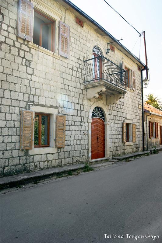 Дом с набережной в Прчане