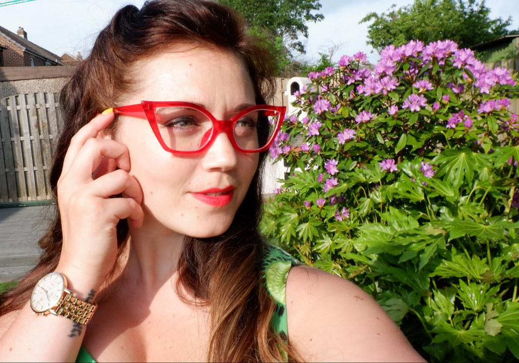 Self-glasses-red-wherelight-where-light