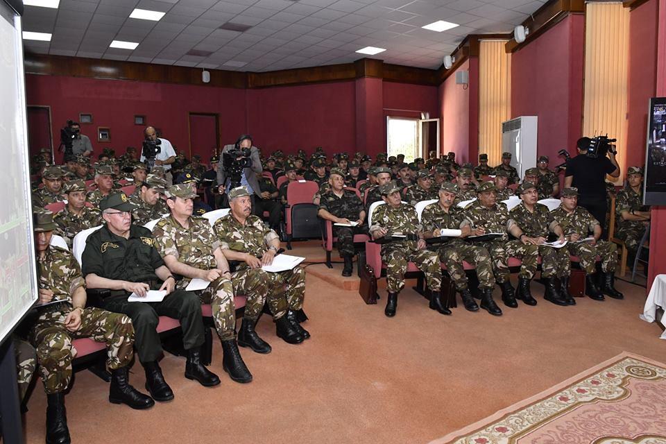 الجزائر : صلاحيات نائب وزير الدفاع الوطني - صفحة 23 28769977688_8f8e4eba47_b